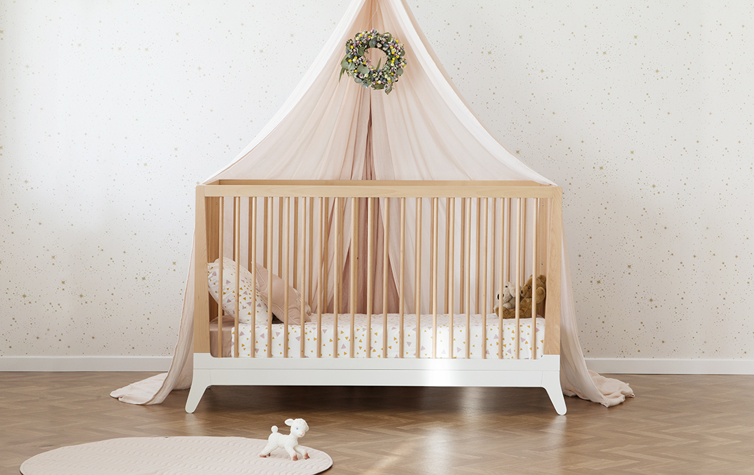 mood-nobodinoz-furniture-new-horizon-crib-wallpaper-goldstella-white-3