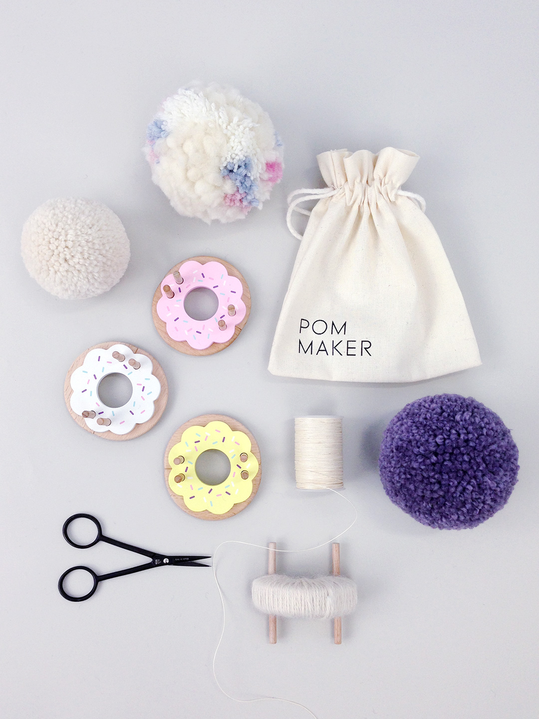 pom-maker-wooden-donut-pompom-makers-1